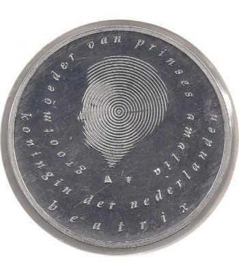 image: PARDO Hojas monedas Neutras negras claraboya. 20 departamentos